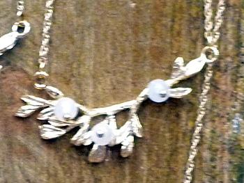 誕生石のネックレス