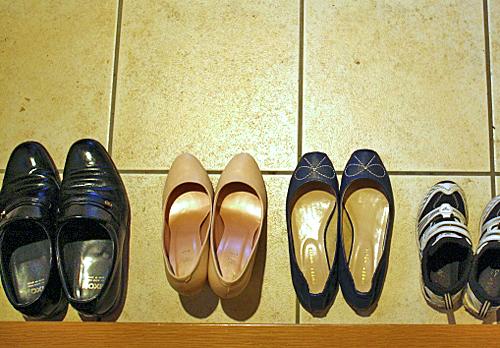 家族中の靴