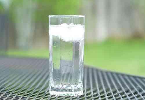コップに水