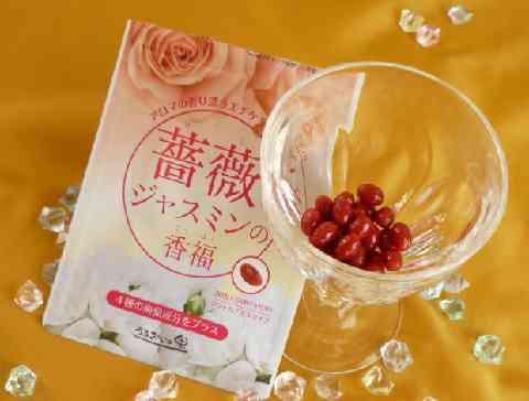 薔薇とジャスミンの香福とワイングラスの画像