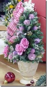 バラのプリザーブドフラワーをリースやツリーに飾るのは何故?