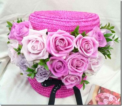 ハットボックスをピンクローズの花籠にして、母の日に贈る