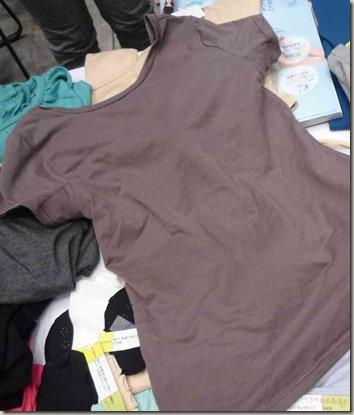 アンサンブルなステテコ、Tシャツの裏にブラがついている