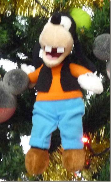 ミッキーフレンズクリスマスツリーのグーフィオーナメント