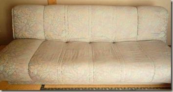 古びたソファー