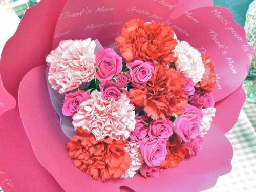 カーネーションの花束「ペタロ・カーネーション フレーズ」