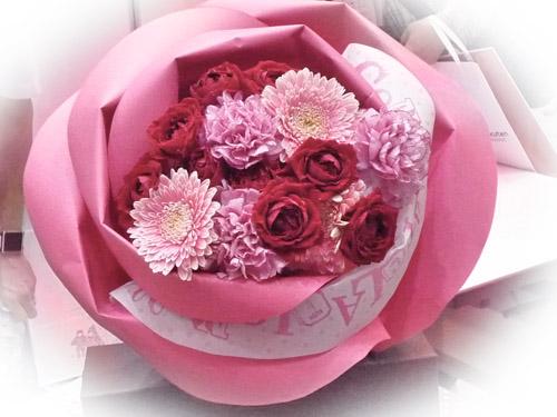 バラの花束ペタロ・ローザ「コングラッチュレーションズ」
