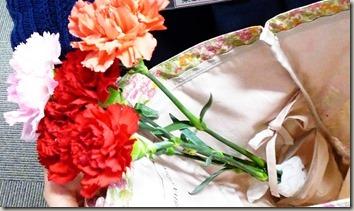花をさしたリバティプリントのトートバッグ