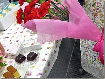 義理の母にスイーツとお花のセット
