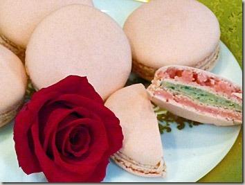 薔薇のお菓子 エディブルフラワーのマカロン