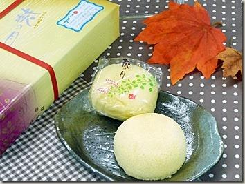 アレンジメントと老舗のお菓子