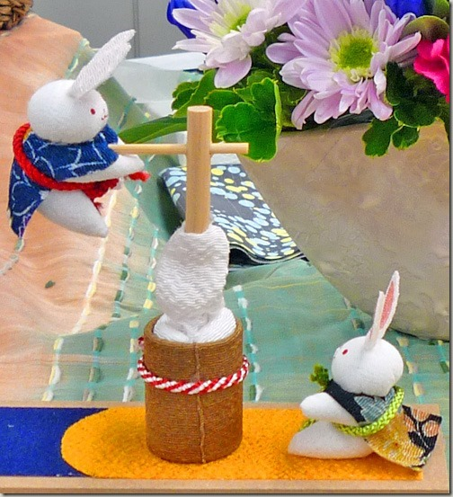 お月見飾りの置きもの餅つき兎