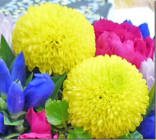 お月見飾りの花 黄色のスプレーマム