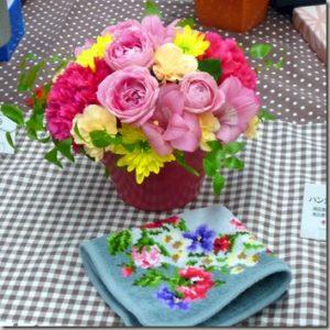 おしゃれな小物ファッションや高級な日用品をセットでお花のギフト