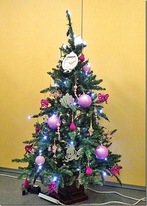 飾り付けが楽しいクリスマスツリーには、大好きなオーナメントで