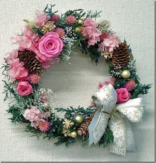 家族で心温まるクリスマスのリース