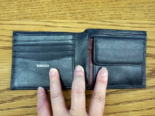 汚れにくく傷がつきにくい財布