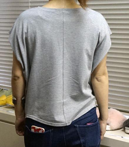二の腕を細く見せる服