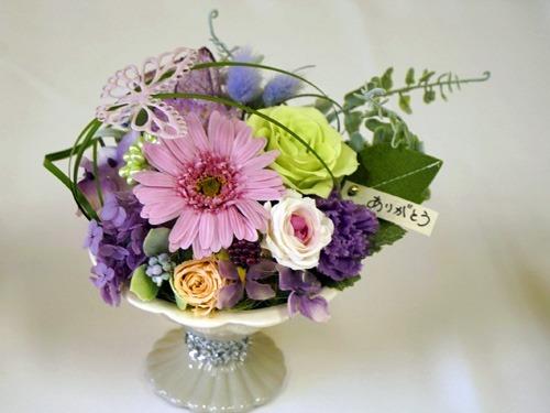 花を飾る場所を選ばないアレンジメント