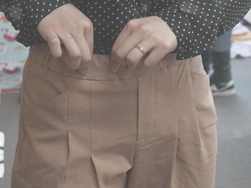座パンツのゴムの太いベルト