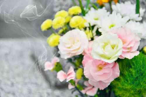 墓参りのバラの花