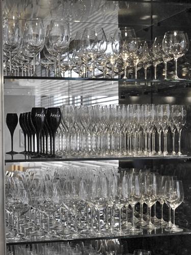 ワイングラスの棚