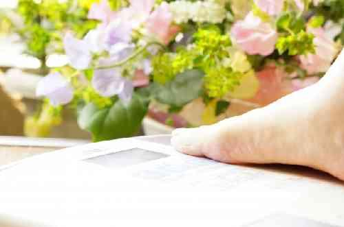 体重計と花