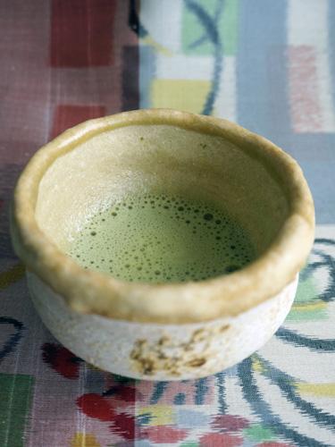茶寿器に緑茶を入れてみる