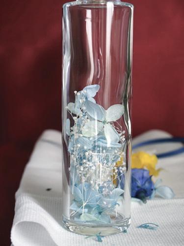 水色のアジサイのガクのハーバリウム