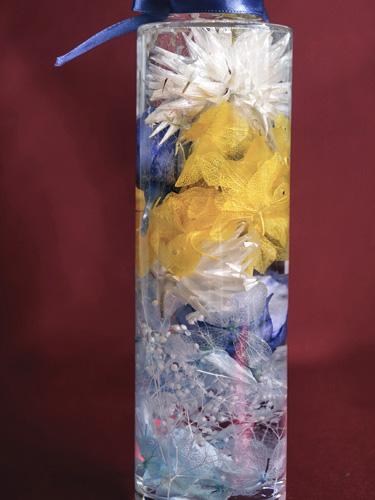 青いバラのハーバリウムの裏側