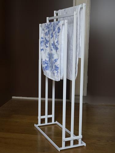 横から掛けられるタオル掛け