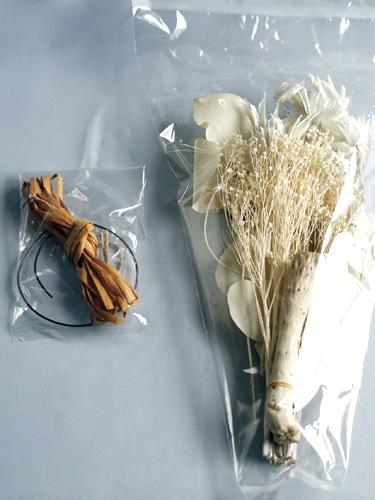 スワッグキットの花材と縛る紐類