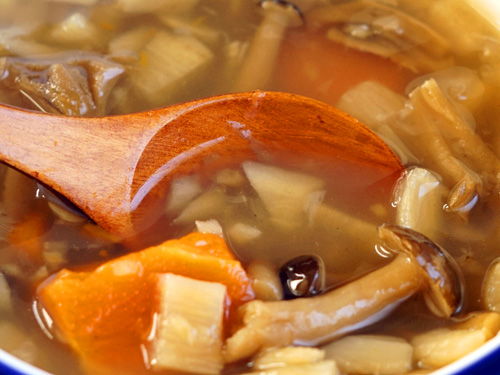 奥入瀬ごぼう入り野菜スープのアップ