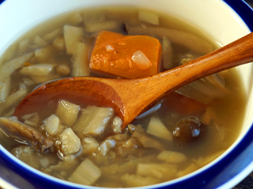 奥入瀬ごぼうをふんだんに使った生姜入りごろごろ野菜のスープ