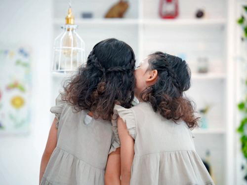 仲の良い女の双子